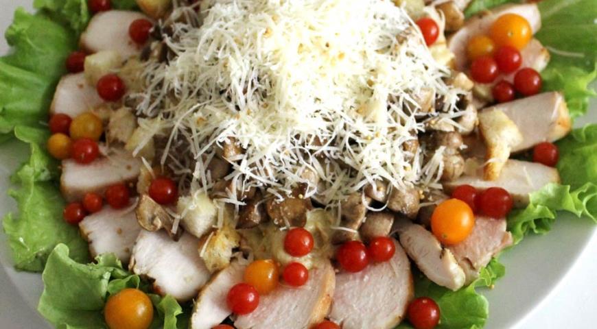 Приготовить мясной салат на новый год