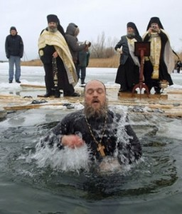 купание в крещенской проруби