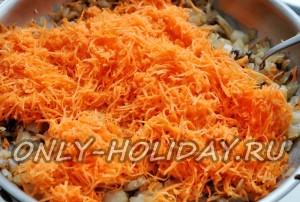 обжарить лук и морковь на масле