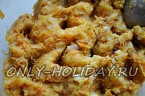 Смешиваем картофельное пюре и морковно-луковую заправку