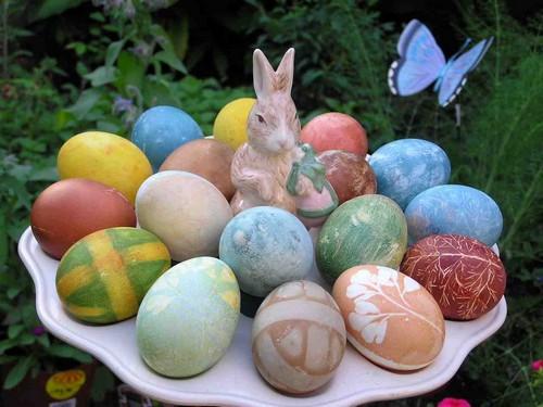 Как красиво покрасить яйца на Пасху своими руками