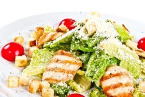 """Салат """"Цезарь"""" с курицей, классический простой рецепт"""