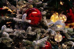 Как украсить ёлку на Новый год Петуха 2017