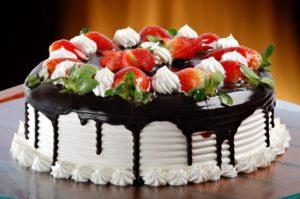 Торт с клубникой: рецепты с фото пошагово в домашних условиях