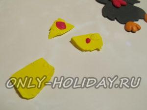 Два кусочка желтой полимерной глины смешайте с красной глиной в разных пропорциях.