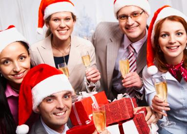 Как поздравить коллег на работе с Новым годом оригинально