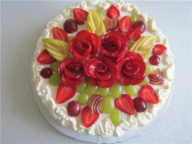 Украшения торта фруктами 78