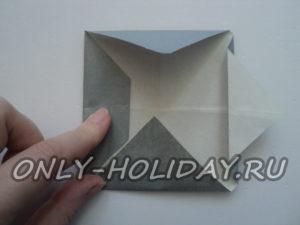 угол  треугольника загибаем внутрь