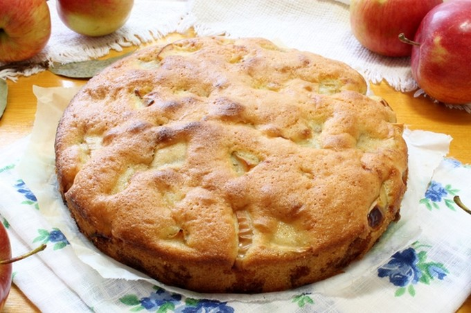 Простая шарлотка с яблоками рецепт с фото пошагово
